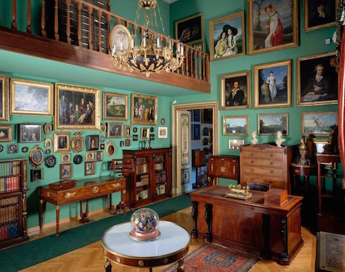 Prazs-green-room